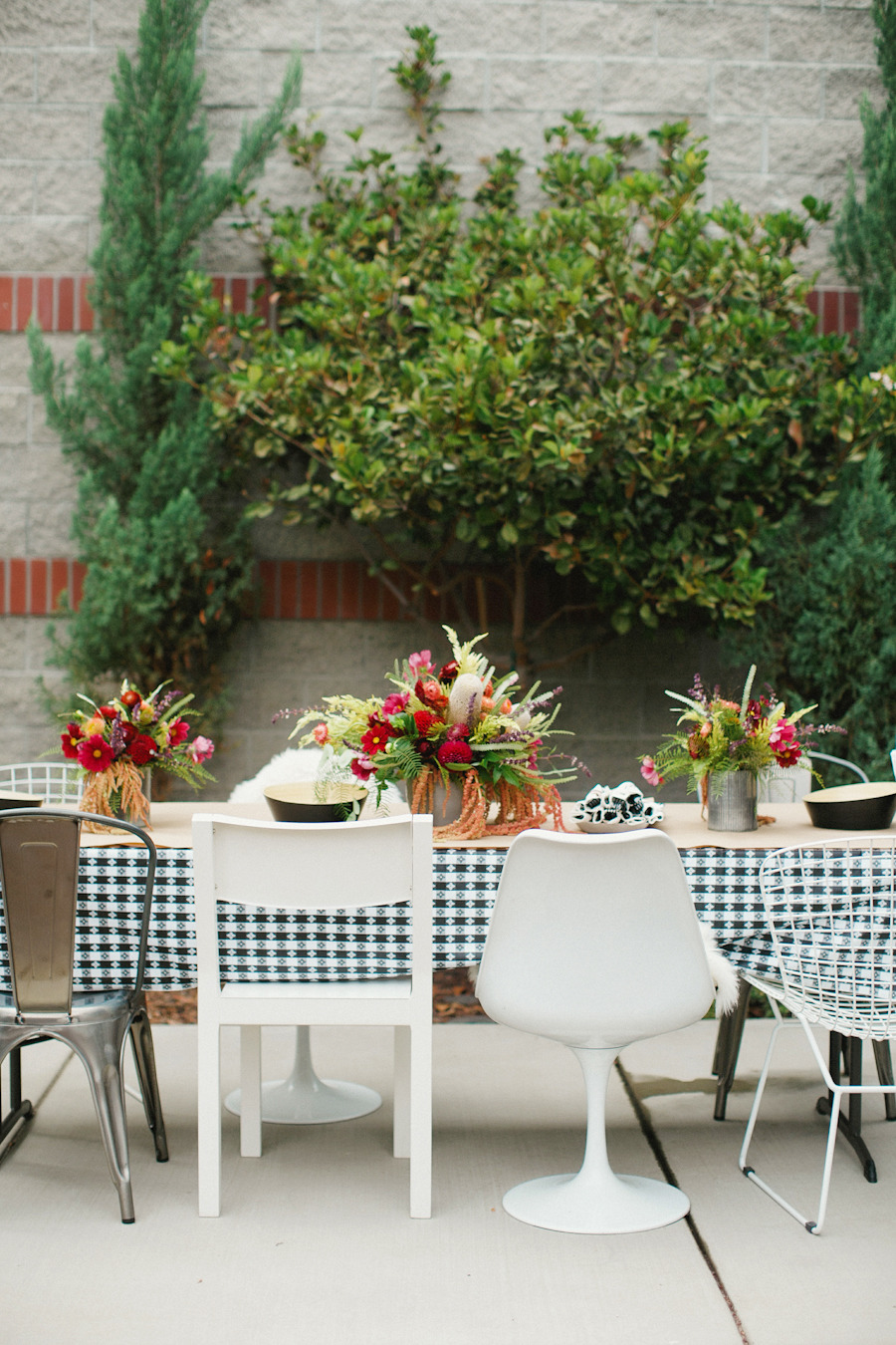 50 outdoor party ideas you should try out this summer for Small outdoor table ideas