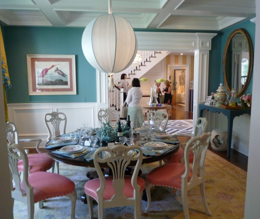 Colors That Go With Red Dining Round Table
