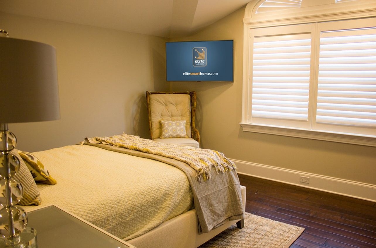 When and how to place your tv in the corner of a room for Bedroom ideas tv
