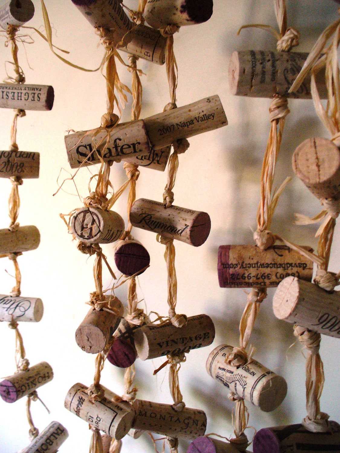 curtain-from-wine-bottle-corks