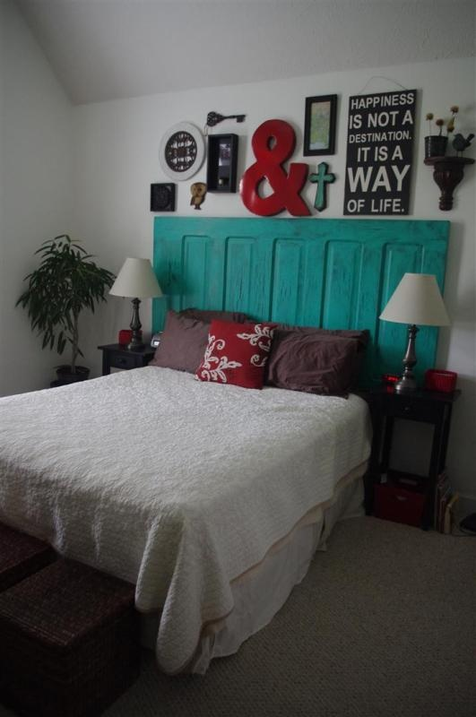 decorate-above-the-headboard