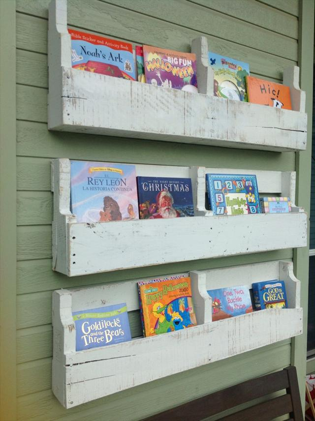 Diy Pallet Shelves For Kids Room