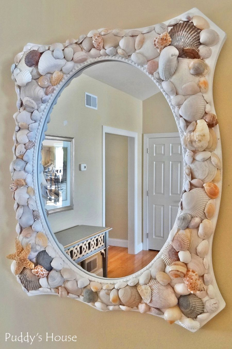 Seashell crafts that bring the beach into your home for Miroir mosaique rond