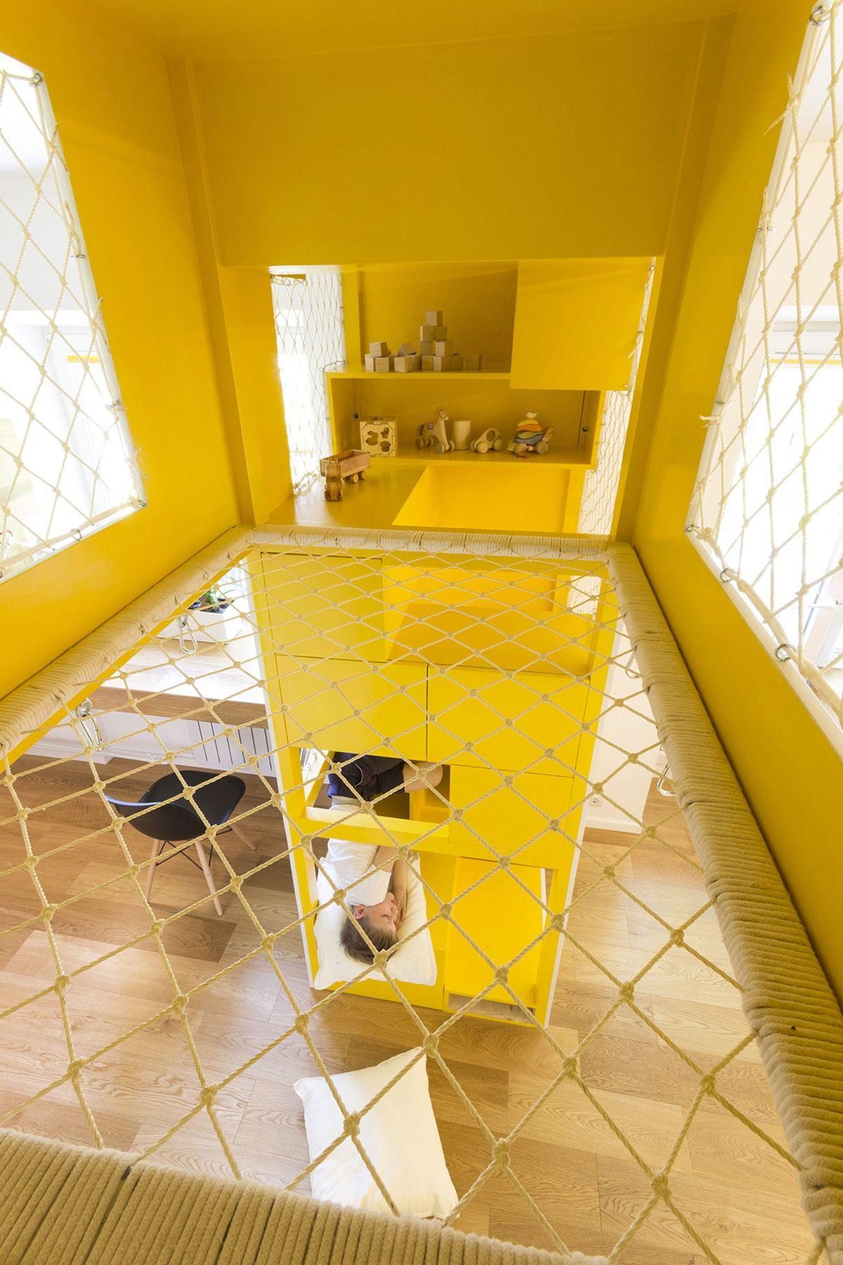 flexible-ruetemple-apartment-playground-design