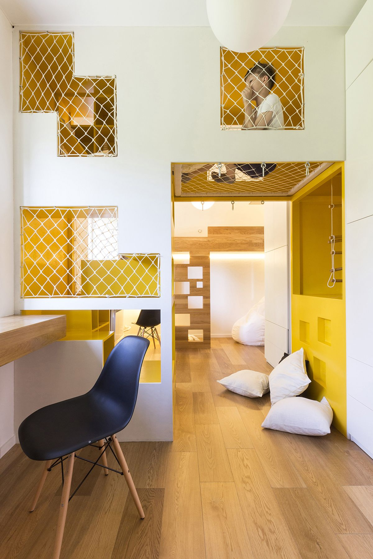flexible-ruetemple-apartment-playground-windows