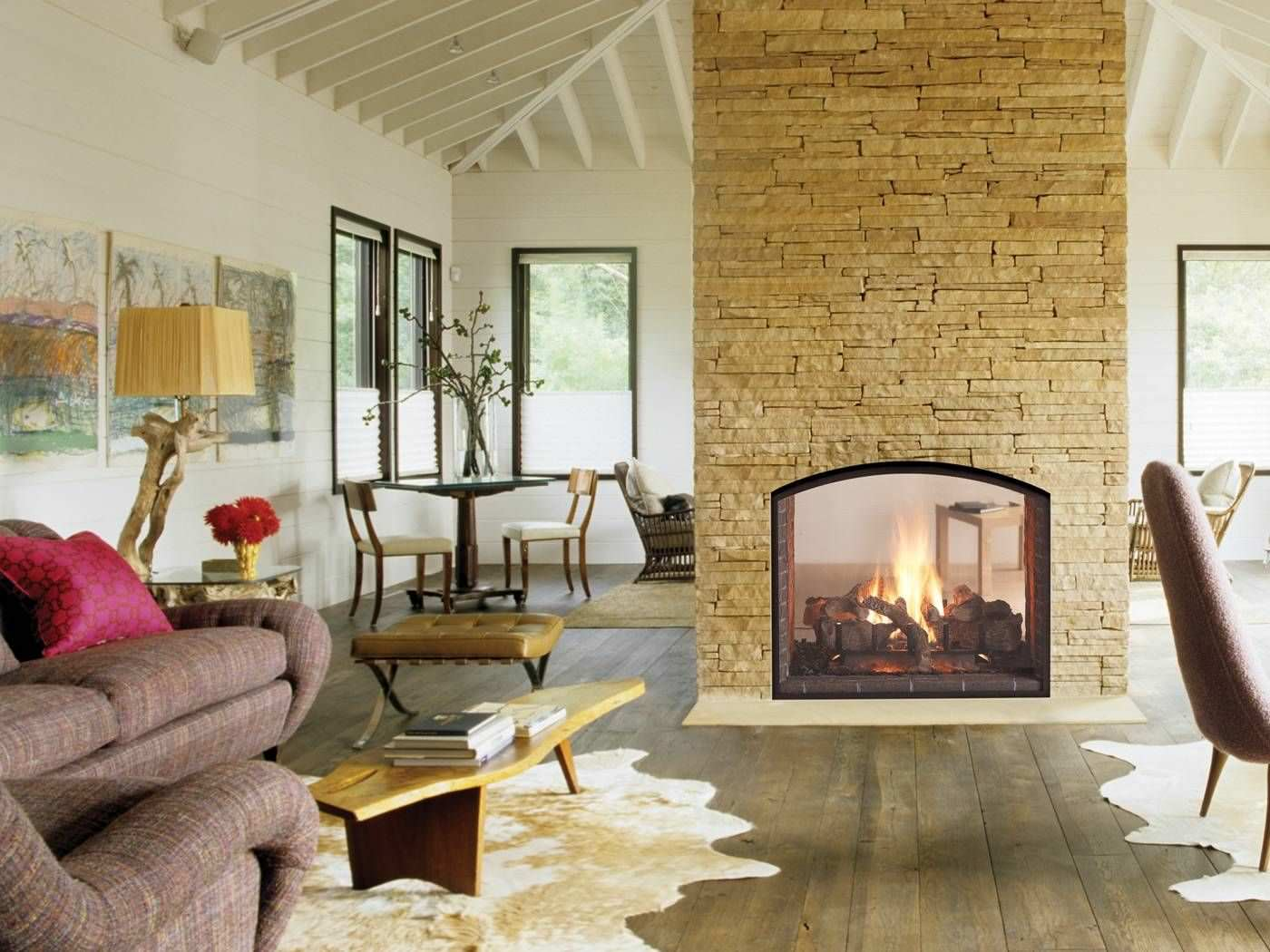 20 gorgeous two sided fireplaces for your spacious homes for Back to back indoor outdoor fireplace
