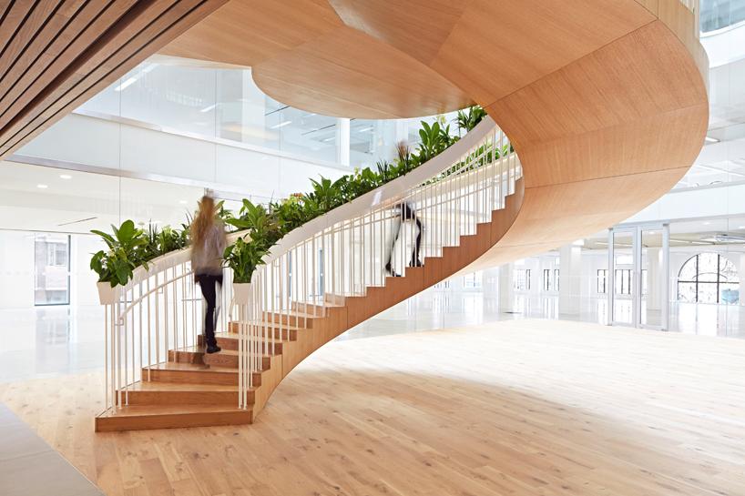 living-staircase-landing-bottom-floor