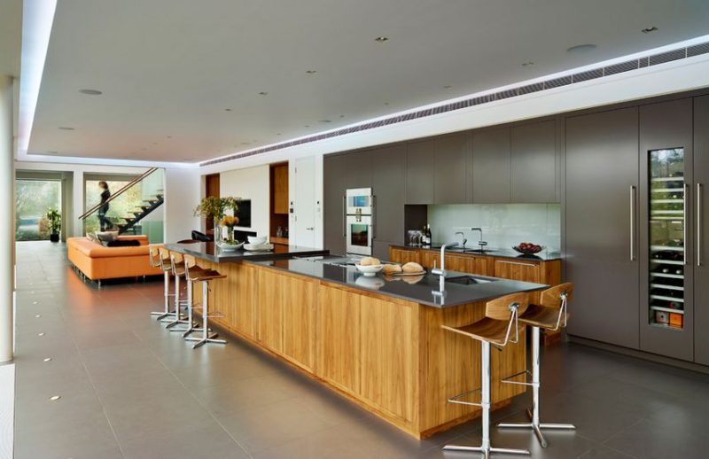 20 Kitchens With Stylish Two-Tone Cabinets