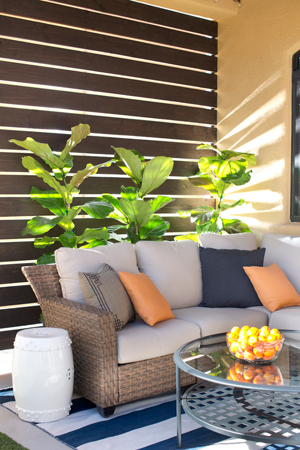 How to customize your outdoor areas with privacy screens for Small outdoor privacy screen