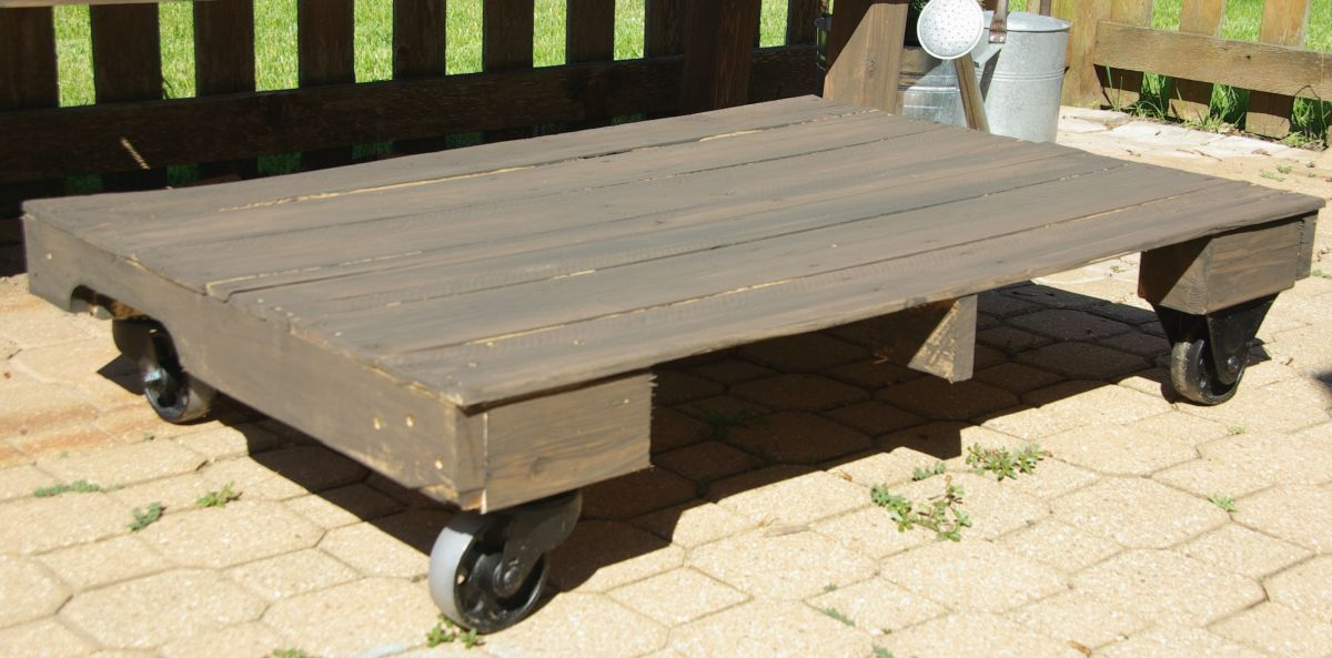 pallet-coffee-table-finished