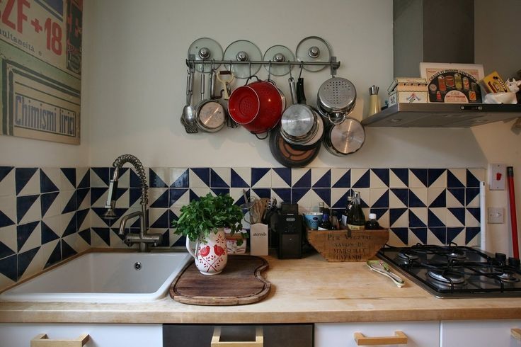 random-pattern-backsplash