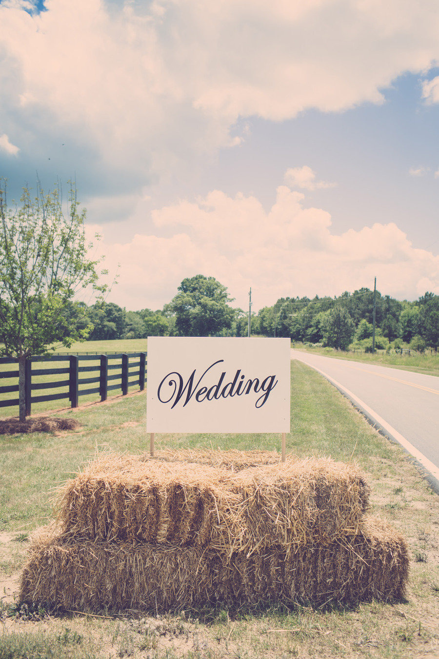 rustic-hay-bales-wedding
