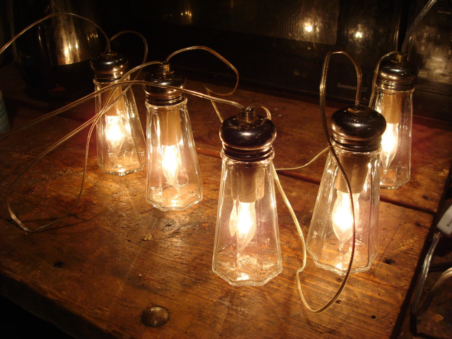 salt-shakers-lighting