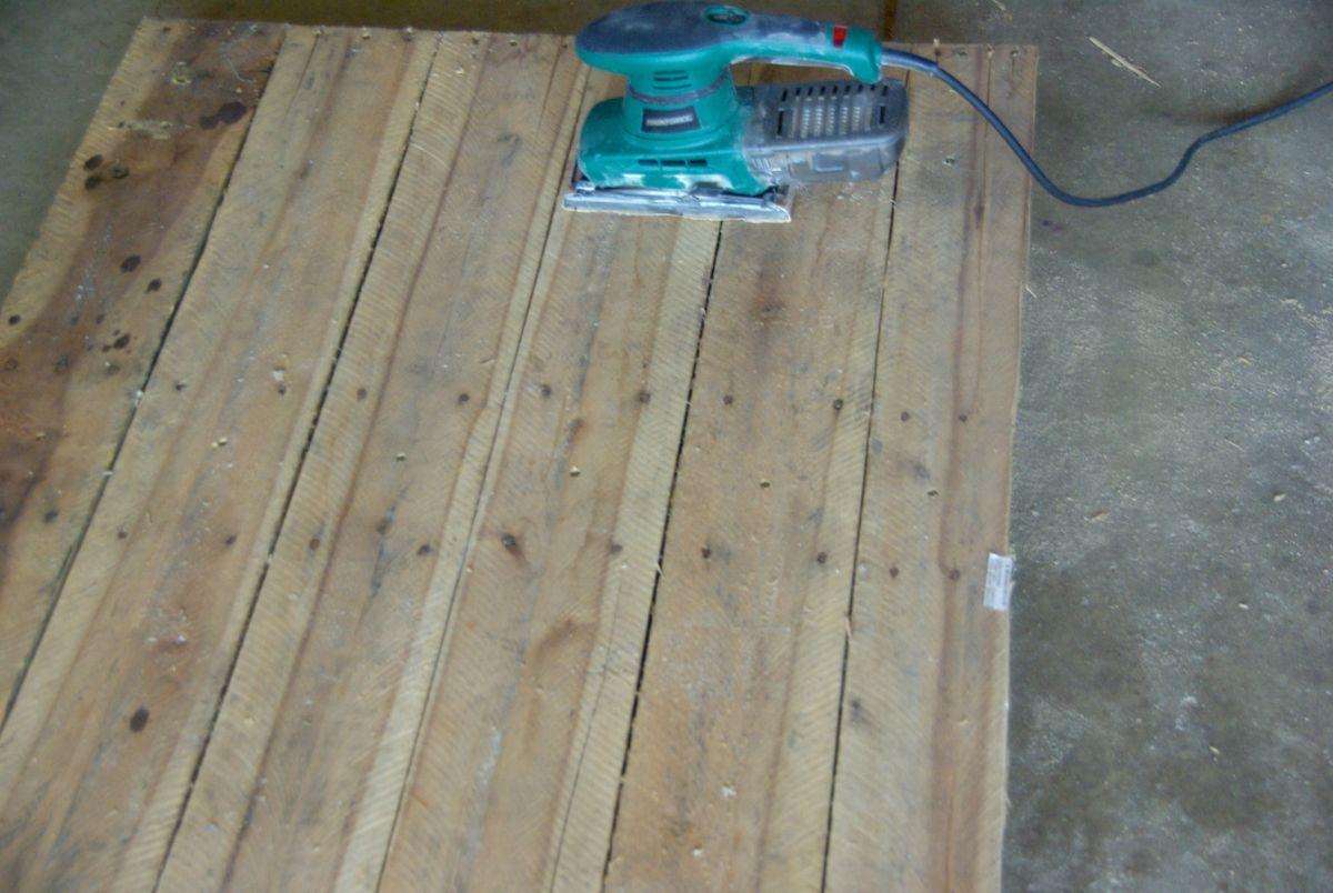 sanding-wood-pallets