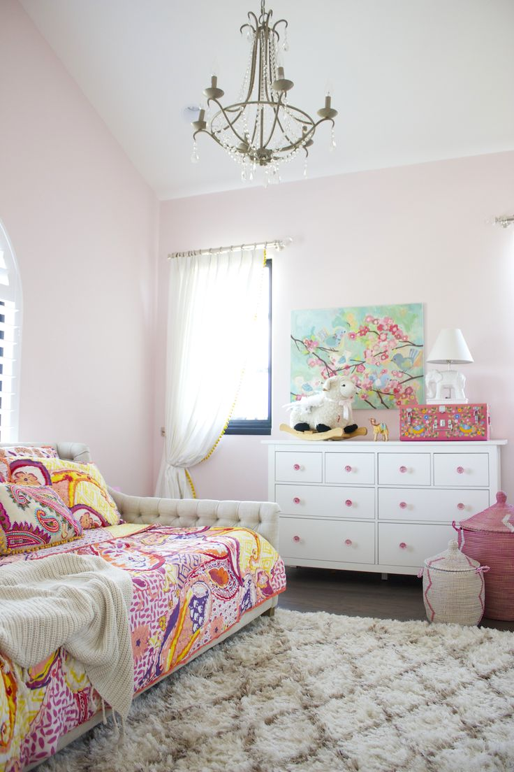 20 whimsical toddler bedrooms for little girls - Little girls shabby chic bedroom ...