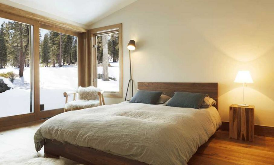 20 minimalist bedrooms for the modern stylista for Mountain modern bedroom