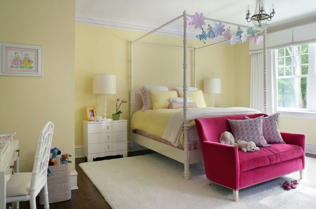 small-pink-sofa-in-bedroom-decor