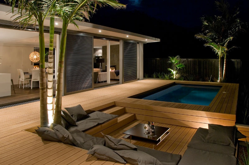 10 modern deck spaces to inspire your summer backyard for Sunken seating