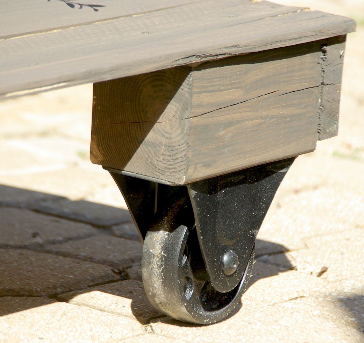 table-with-wheels-make-sure-the-stain-is-dry