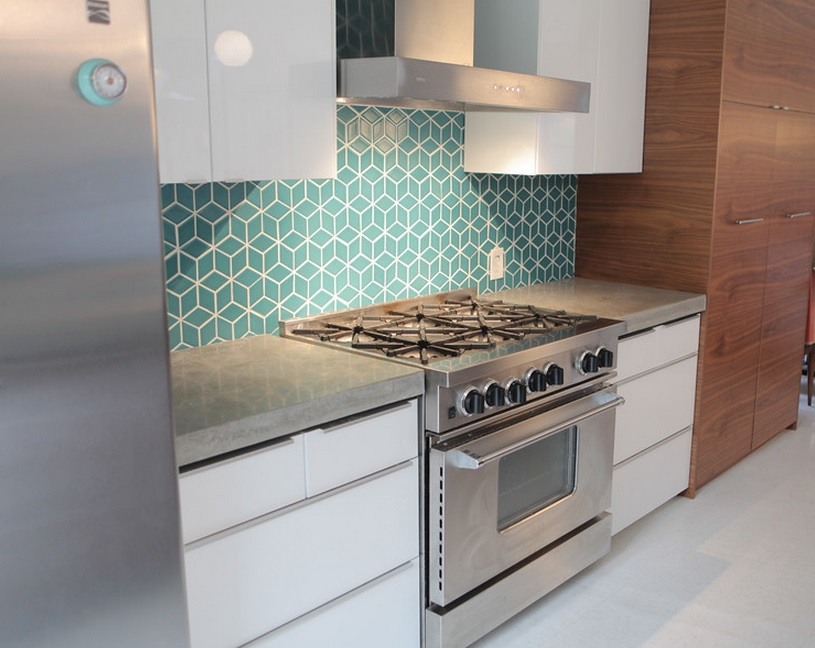 turquoise-repetitive-backsplash