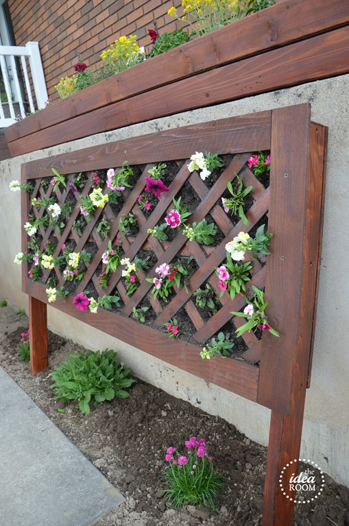 vertical-flower-garden-for-patio