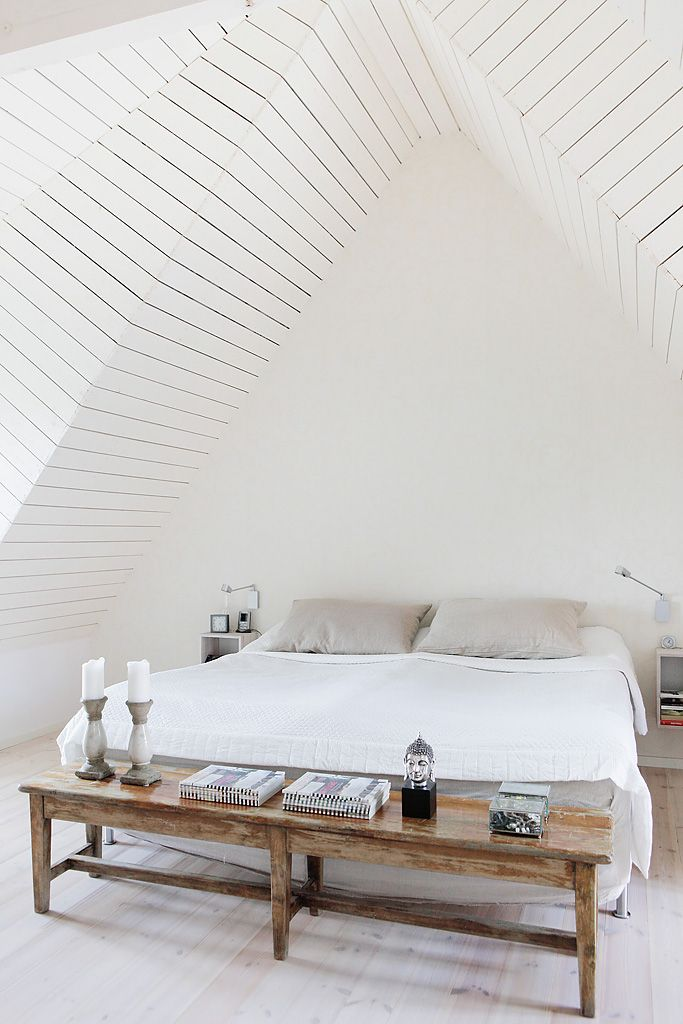 11 tips to styling your minimal bedroom for Minimalist bedroom tips