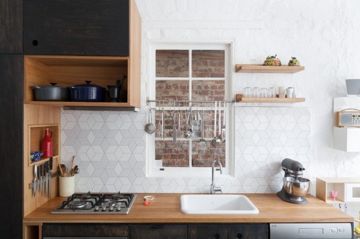 white-geometric-backsplash-design