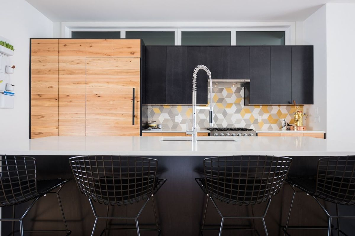 Charmant White Gray And Yellow Geometric Backsplash