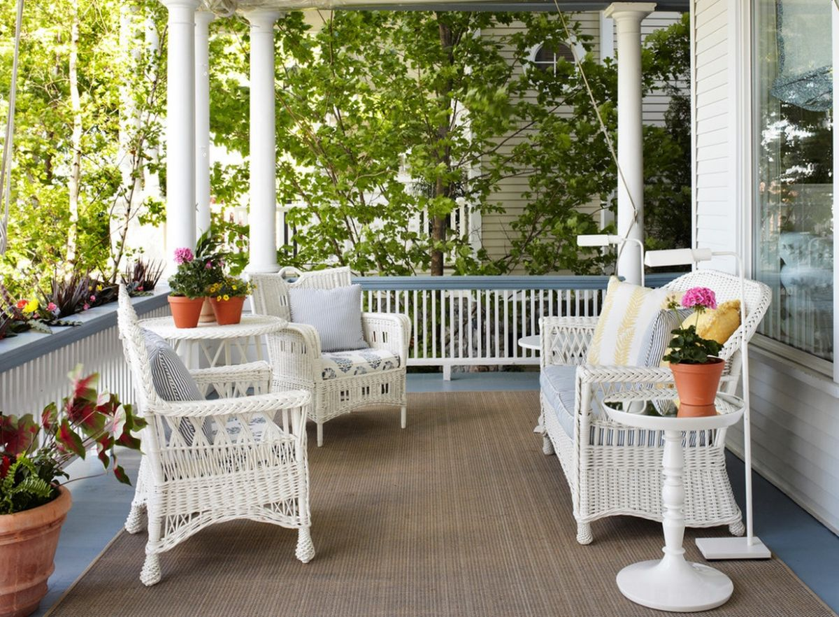 Elegant Summer Decors Infused With White Wicker Furniture