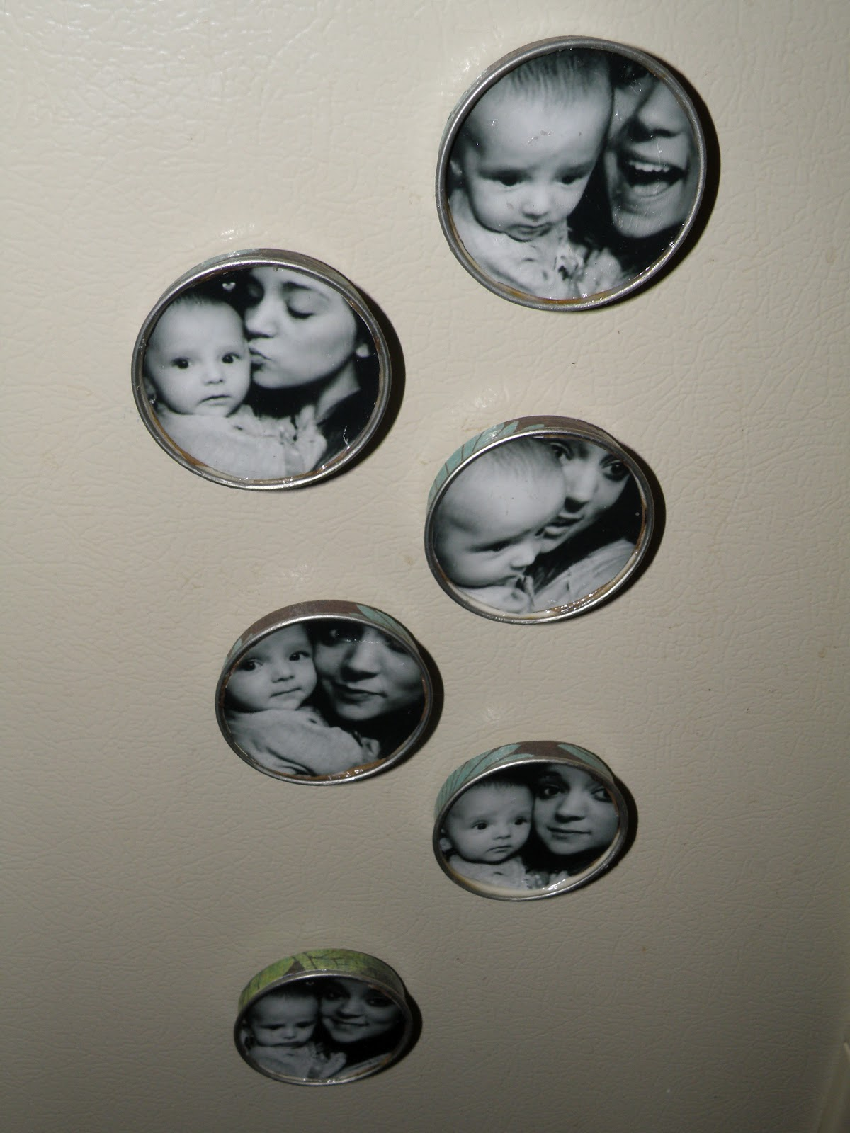 Baby jars magnetic picture display