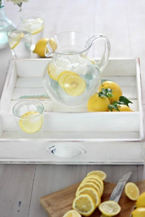 Bright and functional limonade tray