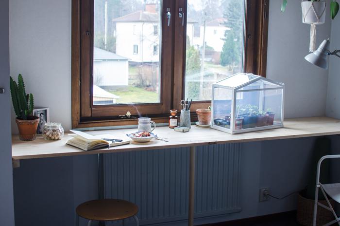 Build a shelf desk