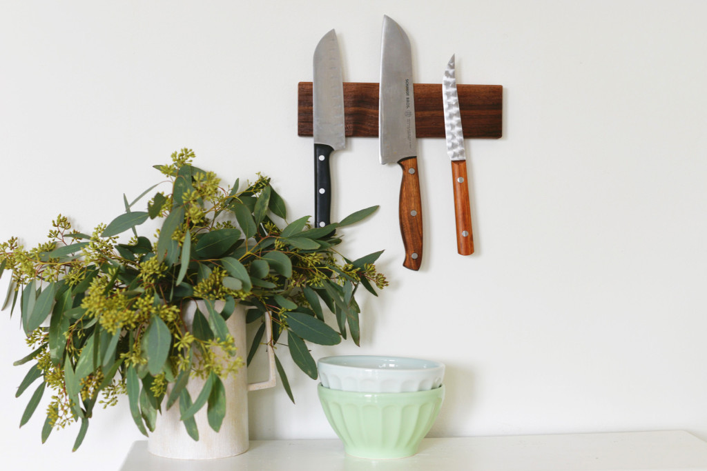DIY magneteci knife holder