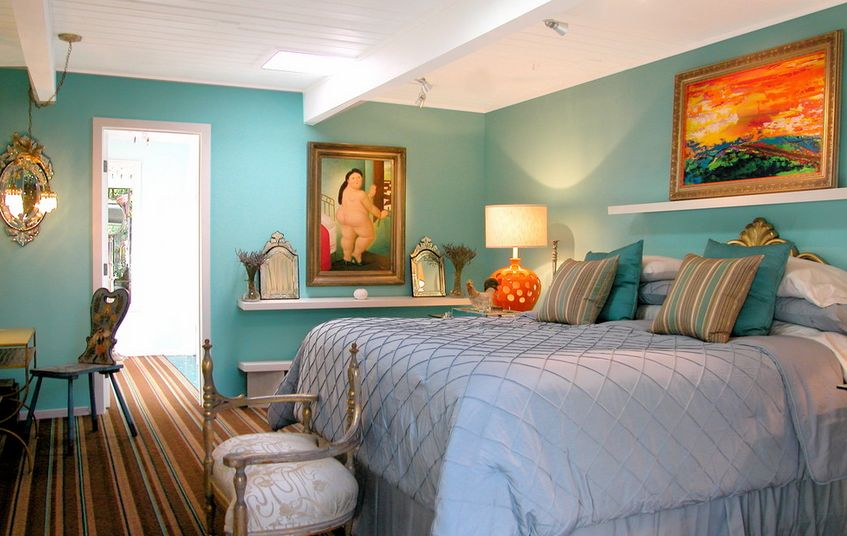 Eclectic and discovered bedroom arrangement