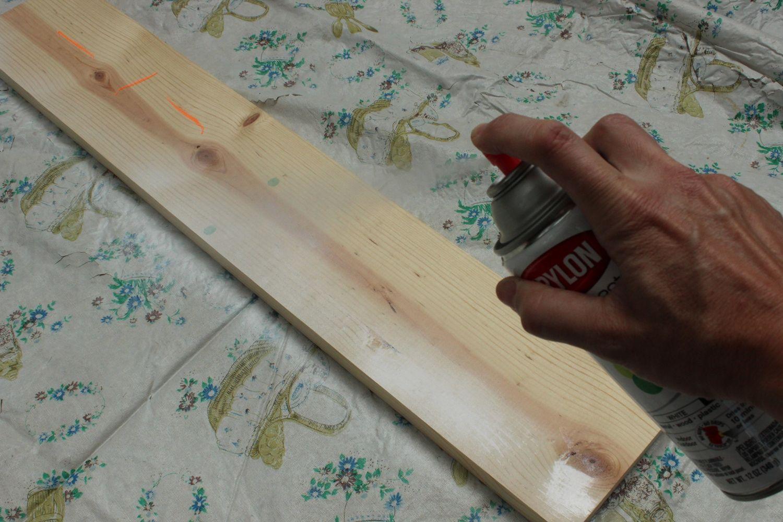Spray paint primer