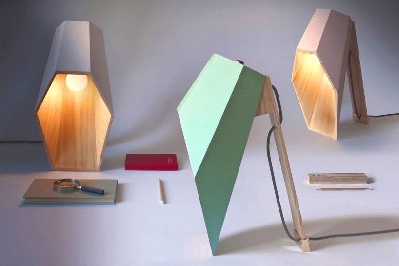 Alessandro Zambelli bildet geometrische Holzspotlampe