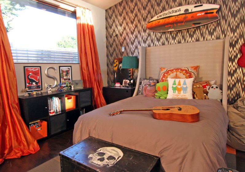 brown-and-orange-themed-teenage-room