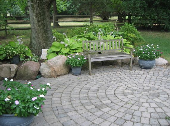 circular-backyard-paver