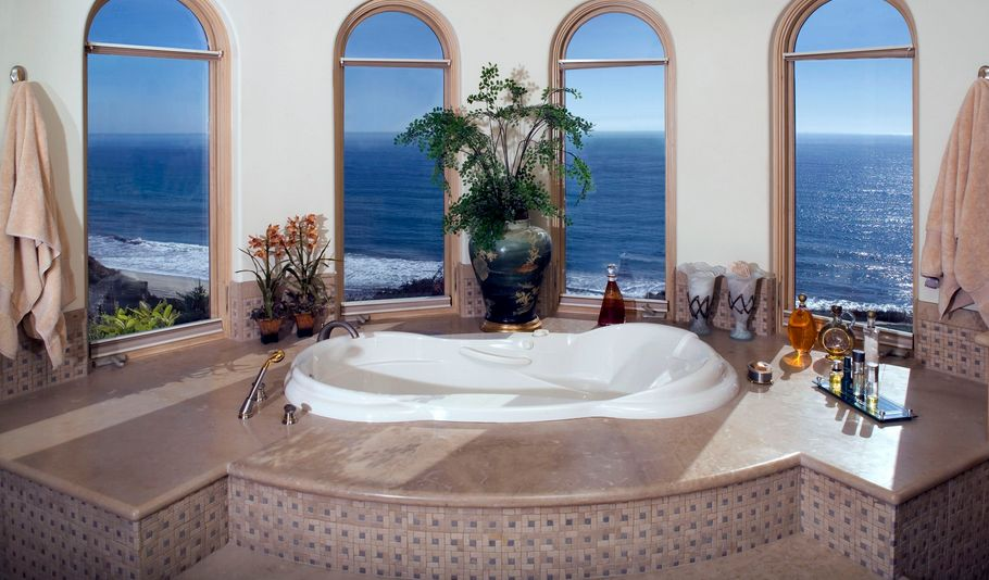 combination-of-modern-and-traditional-bathroom