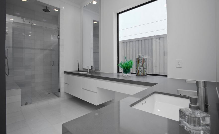 Cool and sophisticated designs for gray bathrooms for Contemporary bathrooms 2015