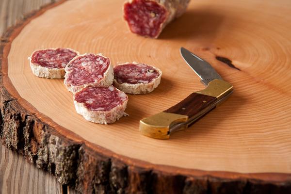 diy-wood-slice-serving-board