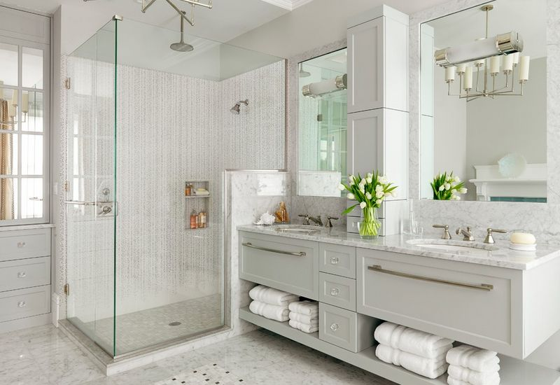 Cool And Sophisticated Designs For Gray Bathrooms