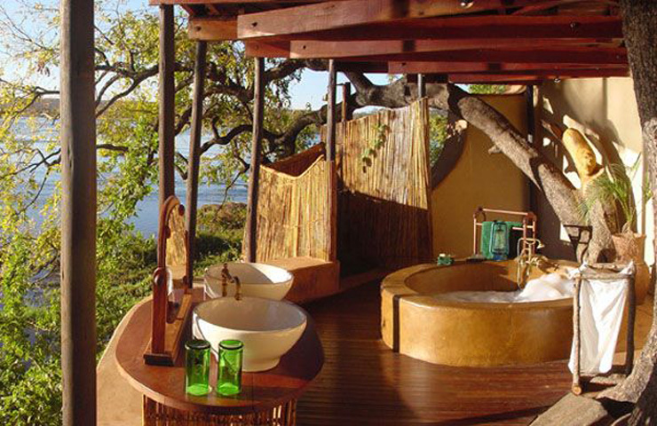 elegant-resort-bathroom-with-a-view