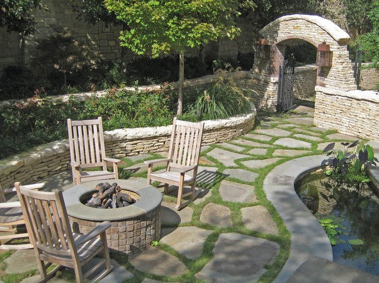 flagstone-around-the-firepit