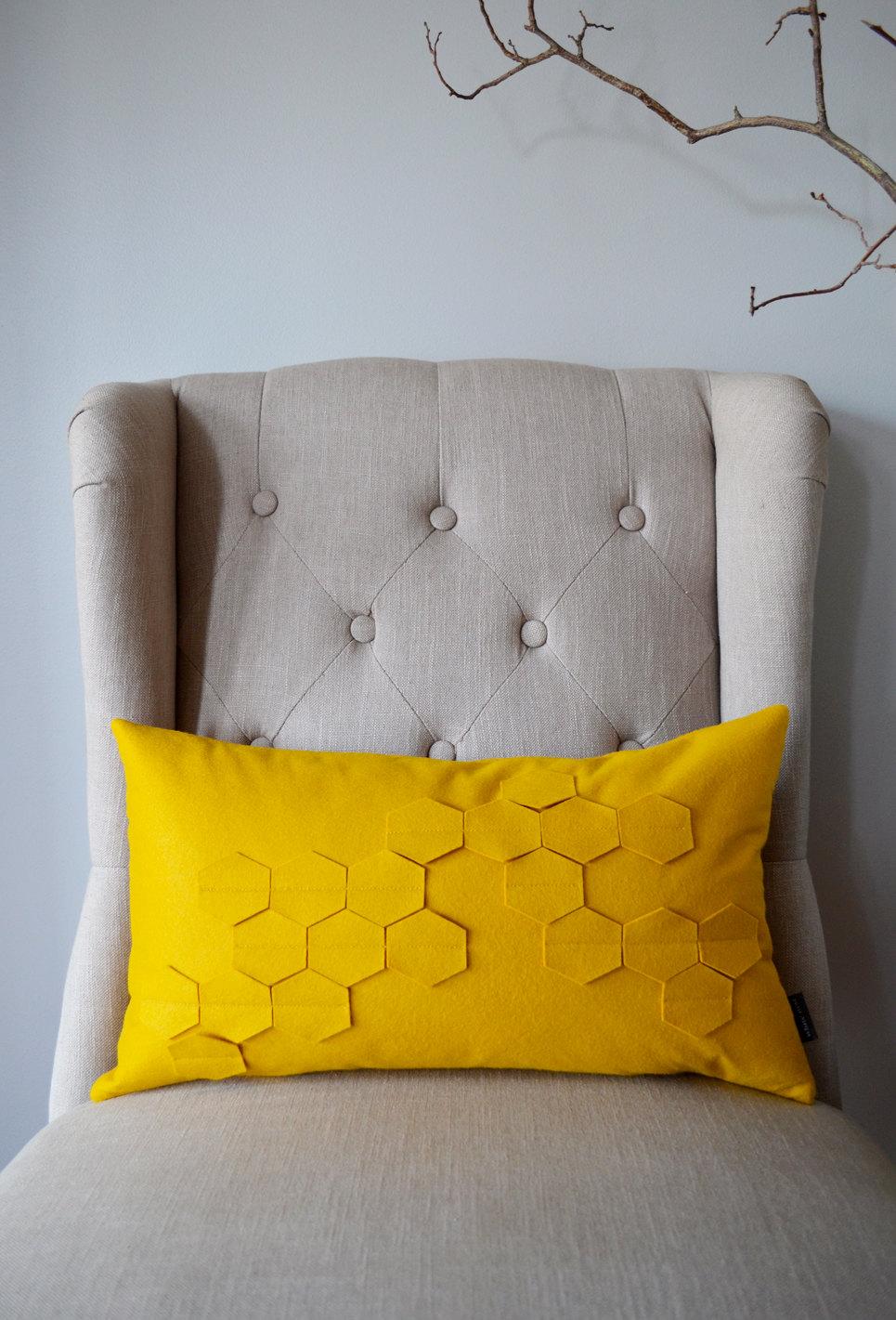 honeycomb-golden-yellow-felt-design