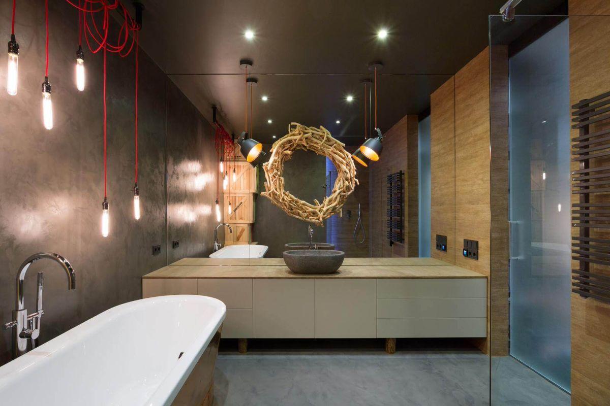 kiev-bachelor-pad-bathroom-mirror-wreath