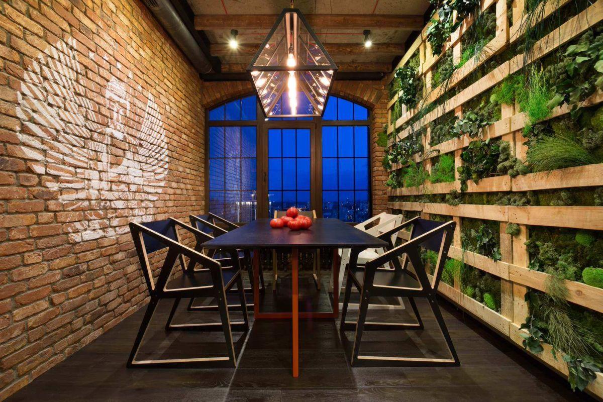 kiev-bachelor-pad-dining-area-green-wall