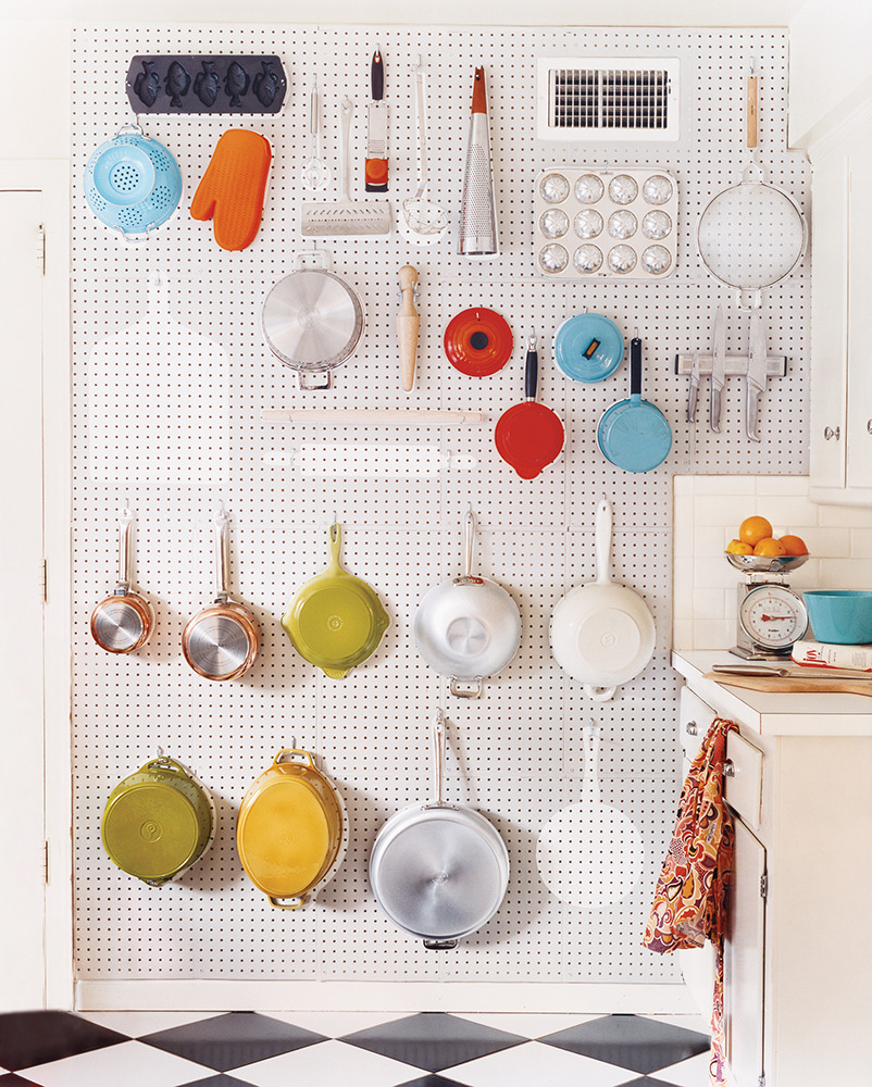 Kitchen Hanging Wall Pots On Pegboard