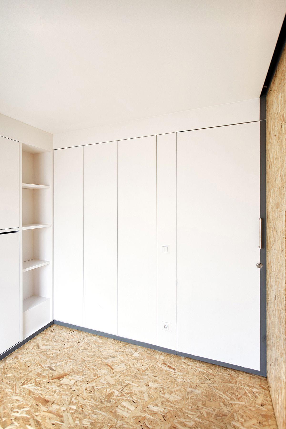 lisbon-student-apartment-hidden-furniture