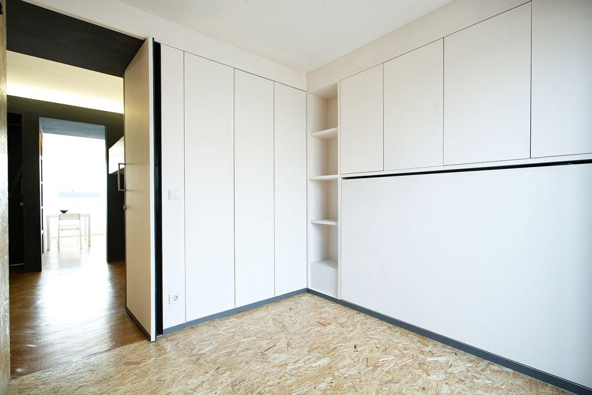 lisbon-student-apartment-unfolded-bed